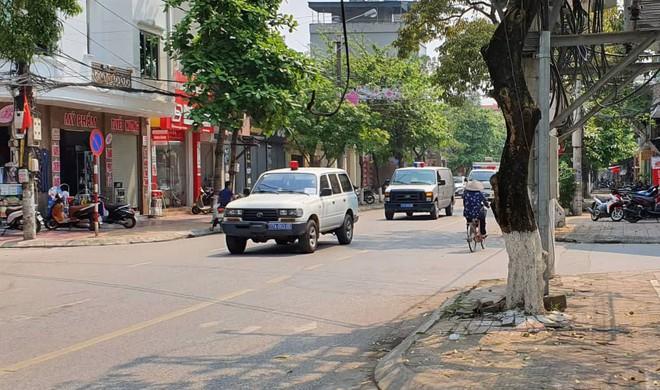 Người dân đứng cổng TAND TP Thái Bình bàn tán về vụ dâm ô tập thể nữ sinh lớp 9 - Ảnh 10.