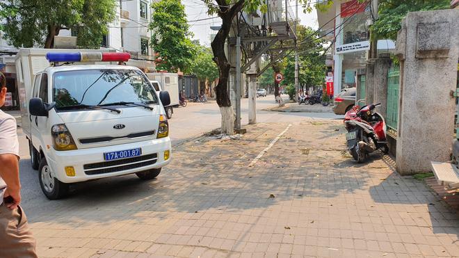 Người dân đứng cổng TAND TP Thái Bình bàn tán về vụ dâm ô tập thể nữ sinh lớp 9 - Ảnh 12.