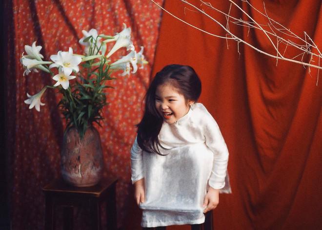 Đưa con gái đi chụp hình theo bức tranh nổi tiếng, mẹ khóc dở mếu dở khi nhìn sản phẩm - Ảnh 6.
