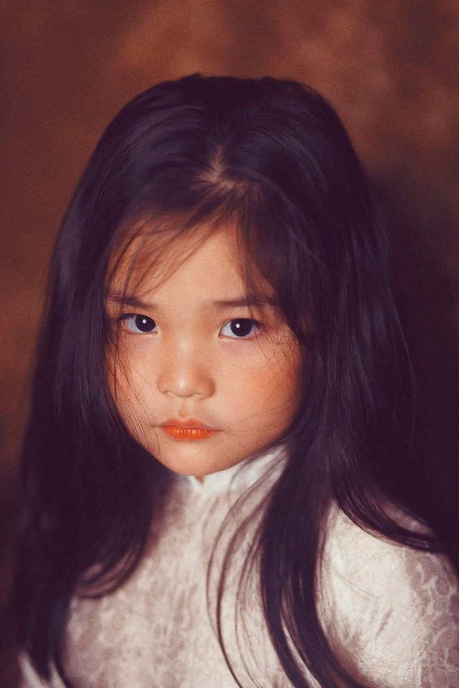 Đưa con gái đi chụp hình theo bức tranh nổi tiếng, mẹ khóc dở mếu dở khi nhìn sản phẩm - Ảnh 12.