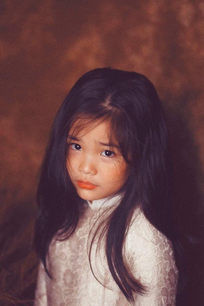Đưa con gái đi chụp hình theo bức tranh nổi tiếng, mẹ khóc dở mếu dở khi nhìn sản phẩm - Ảnh 13.