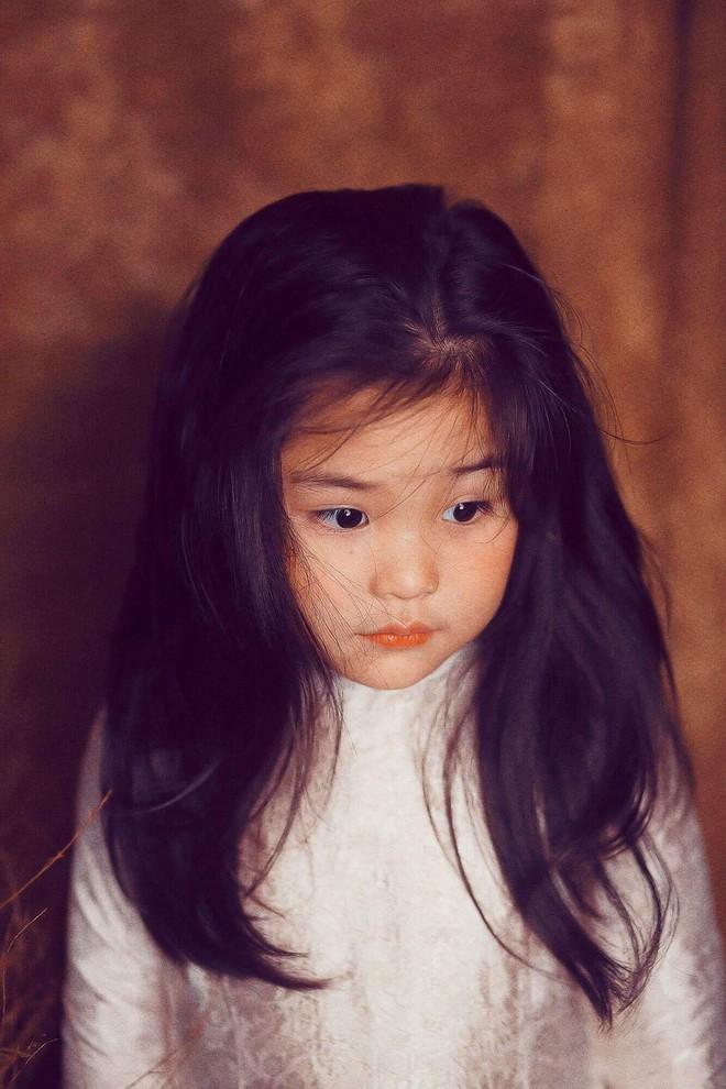 Đưa con gái đi chụp hình theo bức tranh nổi tiếng, mẹ khóc dở mếu dở khi nhìn sản phẩm - Ảnh 14.