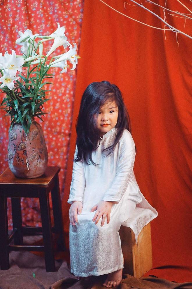 Đưa con gái đi chụp hình theo bức tranh nổi tiếng, mẹ khóc dở mếu dở khi nhìn sản phẩm - Ảnh 15.