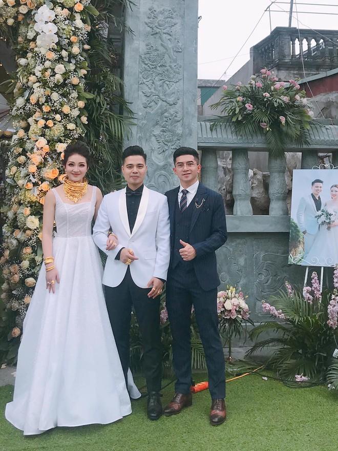 3 cô dâu 'số hưởng' sinh năm 2000: Hồi môn toàn tiền tỷ, vàng đeo trĩu cổ, ca sĩ nổi tiếng đến chia vui - ảnh 8
