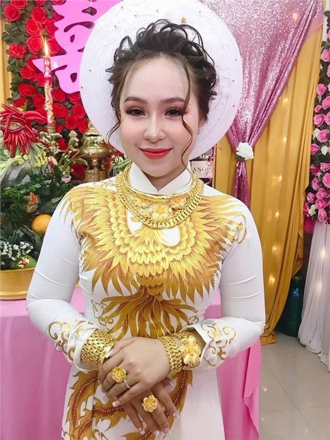 3 cô dâu 'số hưởng' sinh năm 2000: Hồi môn toàn tiền tỷ, vàng đeo trĩu cổ, ca sĩ nổi tiếng đến chia vui - ảnh 2