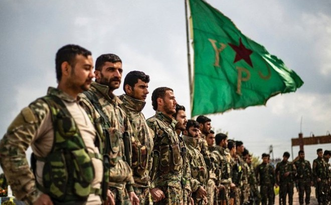 """Ông Macron """"chọc giận"""" Thổ Nhĩ Kỳ khi gặp người Kurd ở Syria"""