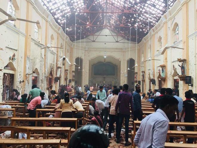 Lễ Phục sinh đẫm máu: Gần 300 người thiệt mạng, Sri Lanka đối mặt thảm kịch bạo lực tồi tệ nhất kể từ nội chiến - Ảnh 10.