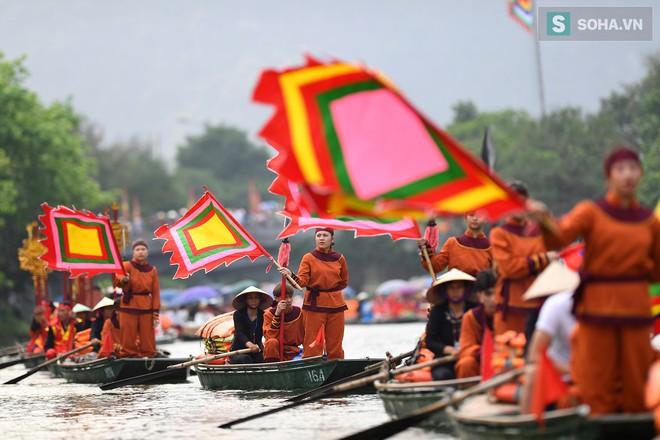 Lễ hội rước rồng độc đáo trên sông nước ở Tràng An - Ninh Bình - Ảnh 7.