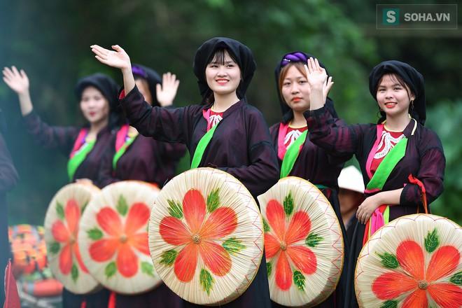 Lễ hội rước rồng độc đáo trên sông nước ở Tràng An - Ninh Bình - Ảnh 12.