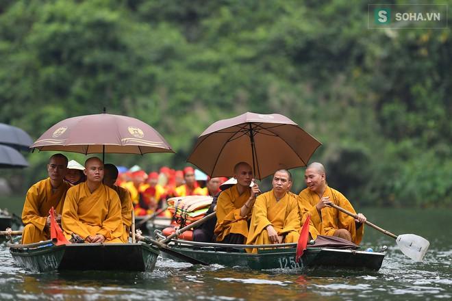 Lễ hội rước rồng độc đáo trên sông nước ở Tràng An - Ninh Bình - Ảnh 5.