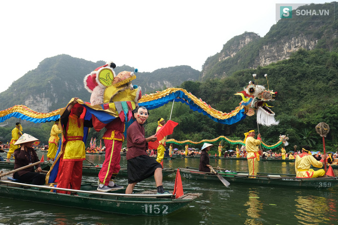 Lễ hội rước rồng độc đáo trên sông nước ở Tràng An - Ninh Bình - Ảnh 1.