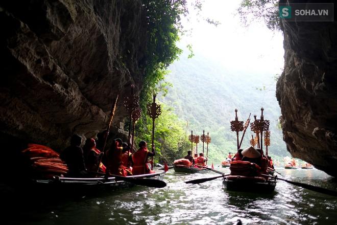 Lễ hội rước rồng độc đáo trên sông nước ở Tràng An - Ninh Bình - Ảnh 10.