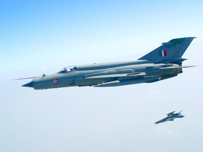 MiG-21 Ấn Độ bị Pakistan bắn hạ: Phi công tù binh sớm tung cánh trả hận! - Ảnh 1.
