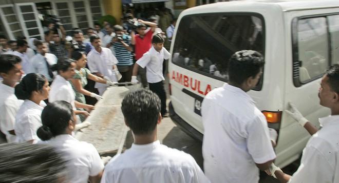 Lễ Phục sinh đẫm máu: Gần 300 người thiệt mạng, Sri Lanka đối mặt thảm kịch bạo lực tồi tệ nhất kể từ nội chiến - Ảnh 11.