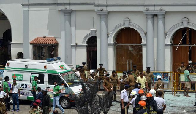 Lễ Phục sinh đẫm máu: Gần 300 người thiệt mạng, Sri Lanka đối mặt thảm kịch bạo lực tồi tệ nhất kể từ nội chiến - Ảnh 6.