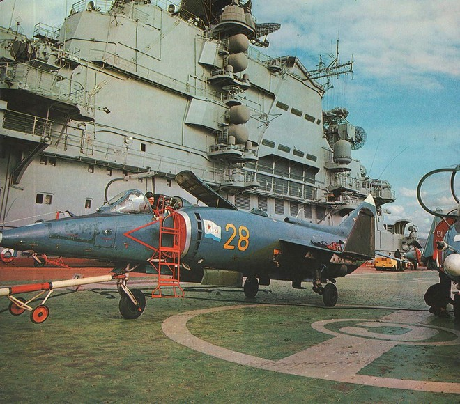 [ẢNH] Nhìn lại vụ tiêm kích hạm siêu độc đáo của Liên Xô rơi ngoài khơi Việt Nam - ảnh 11