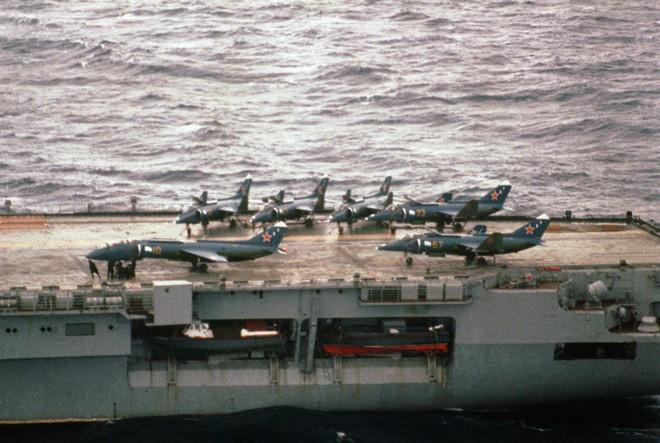 [ẢNH] Nhìn lại vụ tiêm kích hạm siêu độc đáo của Liên Xô rơi ngoài khơi Việt Nam - ảnh 14