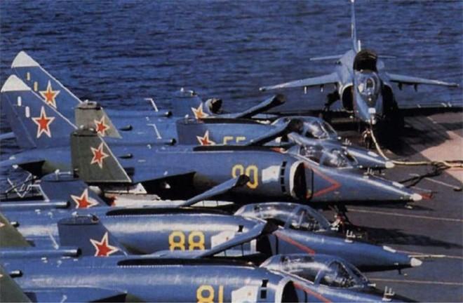[ẢNH] Nhìn lại vụ tiêm kích hạm siêu độc đáo của Liên Xô rơi ngoài khơi Việt Nam - ảnh 10