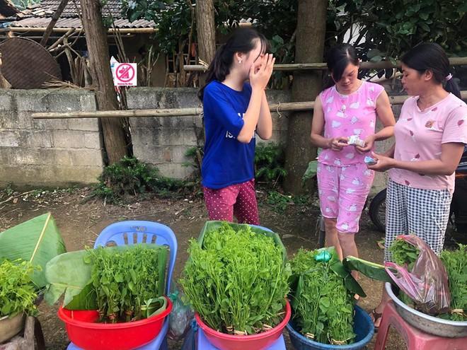 Đầu tuần, cô bé bán rau rừng duyên ơi là duyên khiến dân mạng xôn xao tìm danh tính - ảnh 4