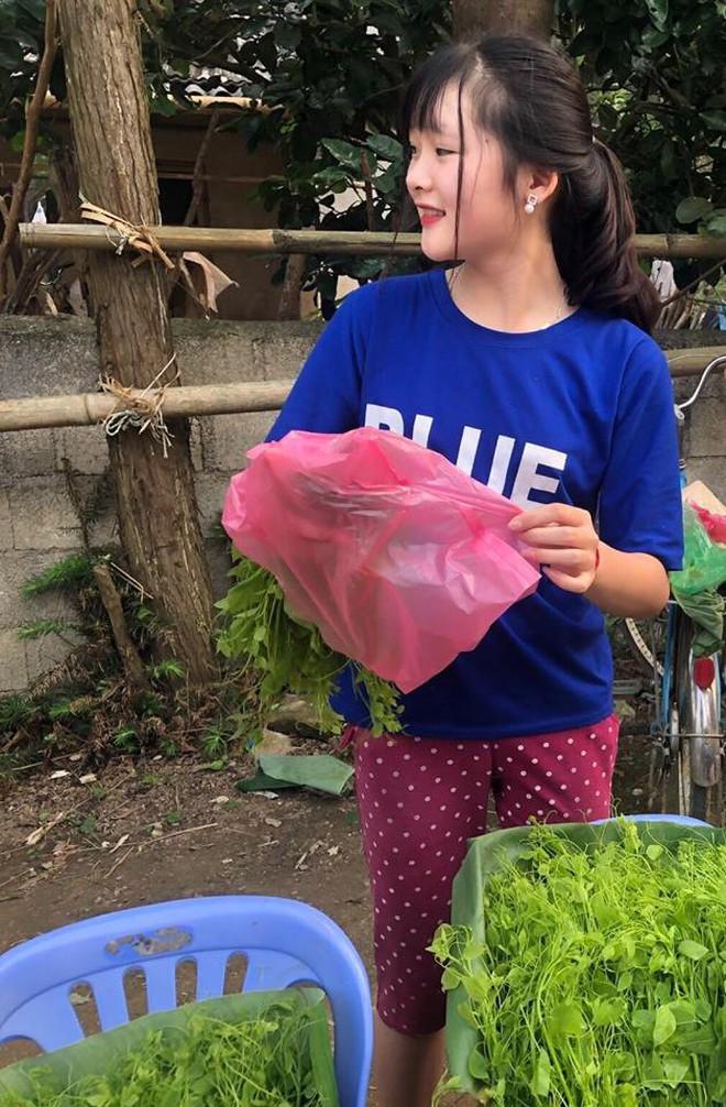 Đầu tuần, cô bé bán rau rừng duyên ơi là duyên khiến dân mạng xôn xao tìm danh tính - ảnh 7