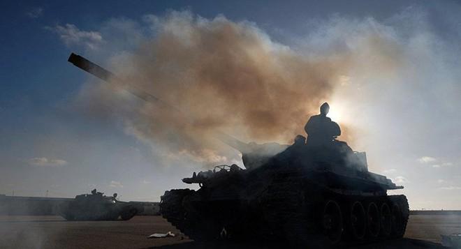 Libya: Phe Benghazi không kích dữ dội Tripoli - Ảnh 1.