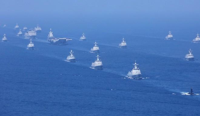 TQ rầm rộ diễu binh trên biển: Nỗi sợ 470 lần bị tấn công và lý do Mỹ cấm tiệt tàu chiến, sĩ quan tham gia - Ảnh 1.