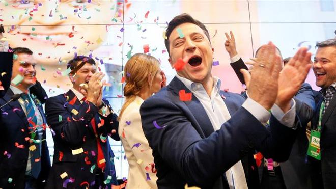Bầu cử Ukraine: Điện Kremlin tọa sơn quan hổ đấu và điều trói buộc quyền lực thực sự của ông Zelensky - Ảnh 1.