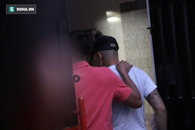 Tống đạt quyết định khởi tố Phúc XO về hành vi tổ chức sử dụng ma túy - Ảnh 3.