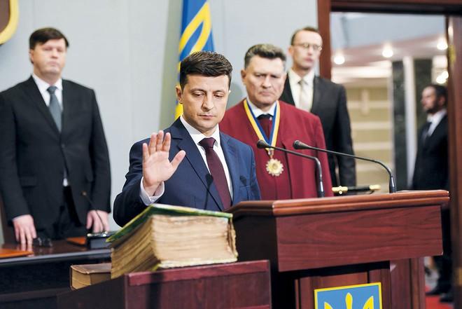 Kinh nghiệm bằng 0, vẫn thắng ngoạn mục: Vị sư phụ bí ẩn phía sau tân Tổng thống Ukraine là ai? - Ảnh 4.