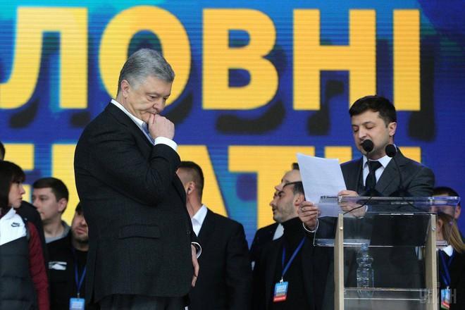 Khi bi kịch của ông Poroshenko là cái may hơn khôn của danh hài: Cuộc đấu quyền lực vẫn chưa kết thúc! - Ảnh 2.