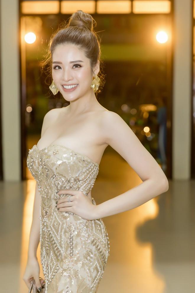 Hoa hậu Phan Hoàng Thu khoe vai trần gợi cảm - Ảnh 4.