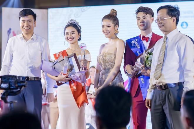 Hoa hậu Phan Hoàng Thu khoe vai trần gợi cảm - Ảnh 7.