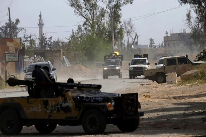 Libya: Toán vũ trang Pháp bị tóm dính, Paris á khẩu trước cáo buộc giúp Haftar đánh Tripoli? - Ảnh 2.
