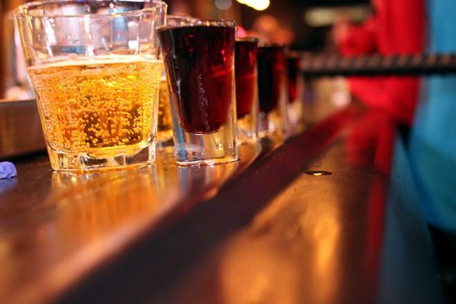 Lý do người sống lành mạnh không uống nước tăng lực: Bạn nên biết 5 tác hại trước khi uống - Ảnh 1.