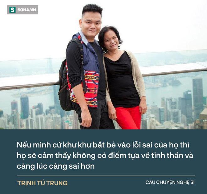 Trịnh Tú Trung: Ba đánh mẹ dã man lắm, bóp cổ dí vào tường, nhấc bổng người lên - Ảnh 6.