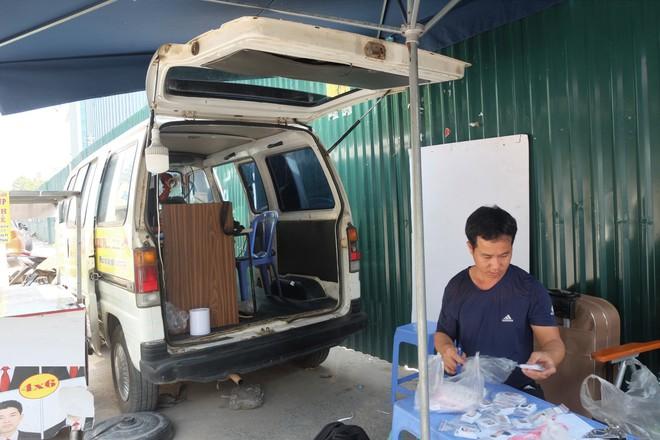 Biến ô tô cà tàng thành studio di động, thợ ảnh Hà Nội kiếm bạc triệu mỗi ngày - Ảnh 3.