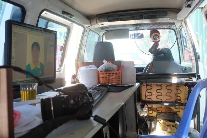 Biến ô tô cà tàng thành studio di động, thợ ảnh Hà Nội kiếm bạc triệu mỗi ngày - Ảnh 6.
