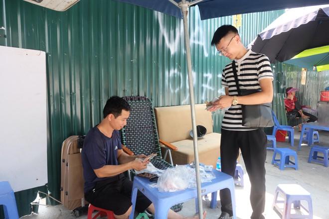 Biến ô tô cà tàng thành studio di động, thợ ảnh Hà Nội kiếm bạc triệu mỗi ngày - Ảnh 12.