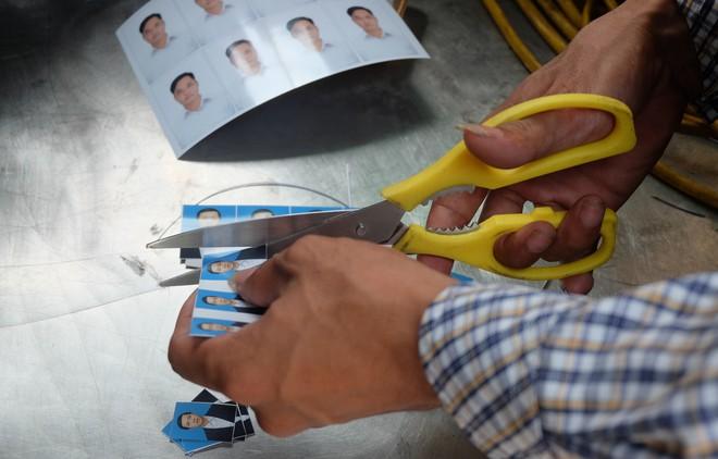 Biến ô tô cà tàng thành studio di động, thợ ảnh Hà Nội kiếm bạc triệu mỗi ngày - Ảnh 13.