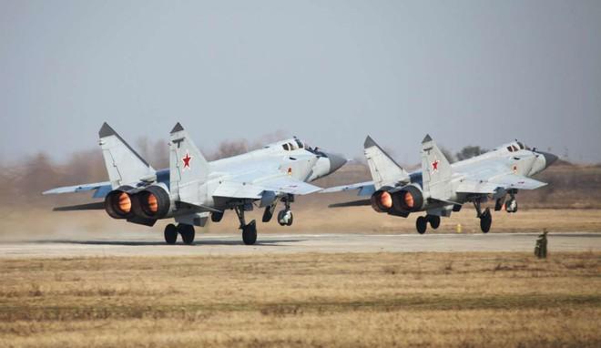 Tiết lộ chấn động: Siêu tiêm kích Nga phóng tên lửa bắn nhau, 1 MiG-31 rơi cùng 2 phi công - Ảnh 1.