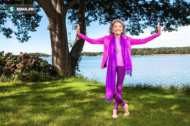 Chuyên gia Yoga 101 tuổi: 7 bí mật để lão hóa đi một cách duyên dáng, khỏe mạnh, lạc quan - Ảnh 4.