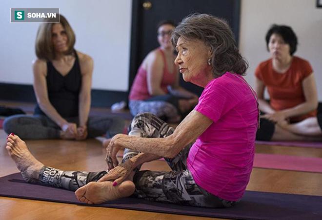 Chuyên gia Yoga 101 tuổi: 7 bí mật để lão hóa đi một cách duyên dáng, khỏe mạnh, lạc quan - Ảnh 10.