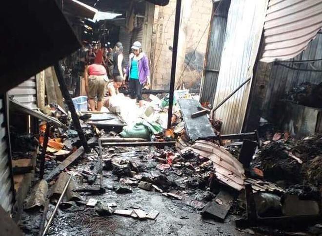 Hơn 40 ki-ốt cháy, cả nghìn người dân ra cứu hàng trong đêm - Ảnh 2.