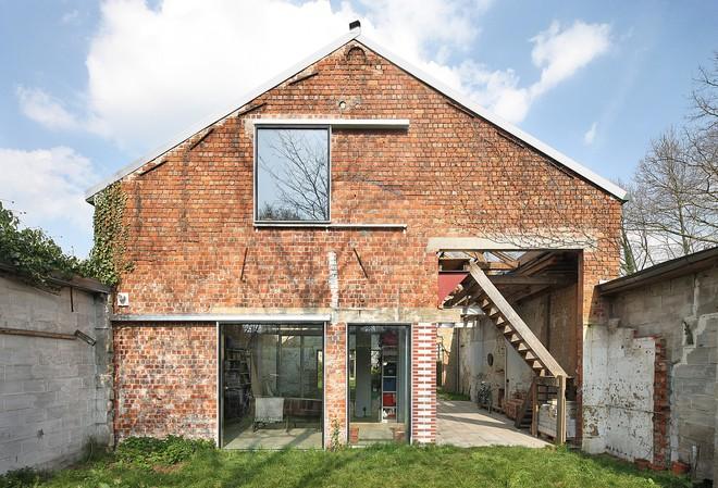 Ngôi nhà gần 100 năm tuổi đẹp ngỡ ngàng sau khi được cải tạo - Ảnh 2.