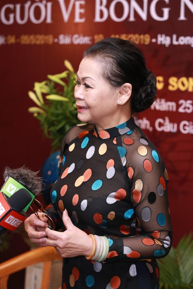 Không về Việt Nam ngày Trịnh Công Sơn mất, Khánh Ly: Tôi mà hấp tấp chạy về sẽ có rất nhiều người tới xem mặt - Ảnh 1.
