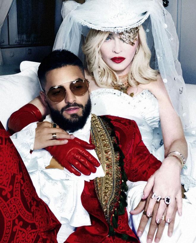 MV mới của Madonna: 60 tuổi vẫn nóng bỏng và nét tương đồng với Hà Anh Tuấn - Ảnh 4.