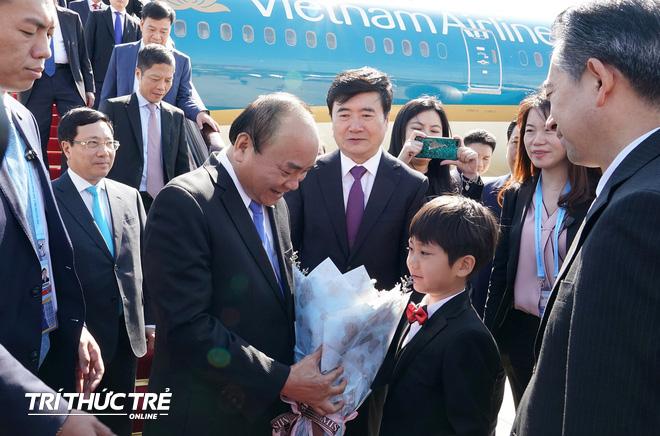 Những hình ảnh đầu tiên của Thủ tướng Nguyễn Xuân Phúc tại Trung Quốc - Ảnh 2.