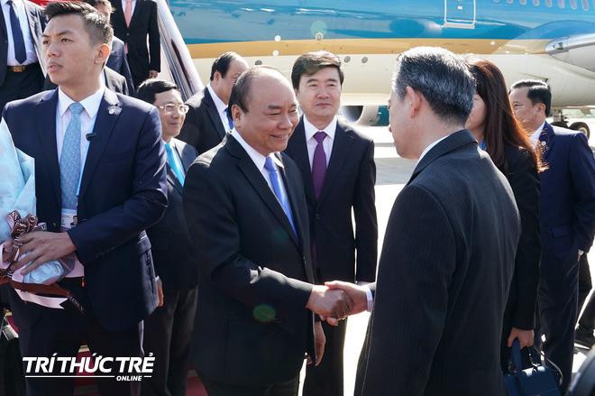 Những hình ảnh đầu tiên của Thủ tướng Nguyễn Xuân Phúc tại Trung Quốc - Ảnh 3.