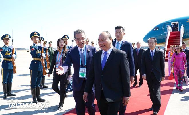 Những hình ảnh đầu tiên của Thủ tướng Nguyễn Xuân Phúc tại Trung Quốc - Ảnh 5.
