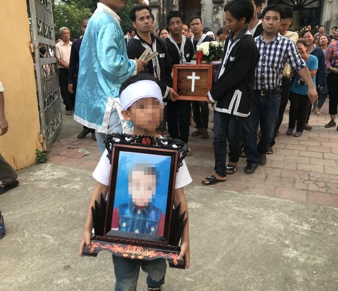 Gã bác rể sát hại bé trai 8 tuổi nhét trong bao tải từng chém vợ suýt chết - Ảnh 1.